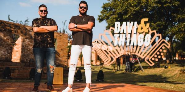Davi e Thiago divulgam clipe de Filho do Caseiro e Eu Prefiro, do Essência EP1